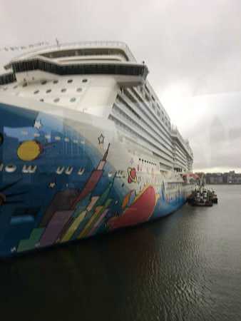Norwegian Breakaway: Getting ready to check in and board the ship.