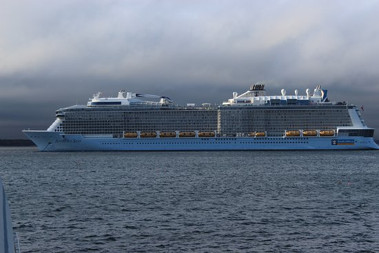 Anthem of the Seas: Ship from a distance in Bar Harbor