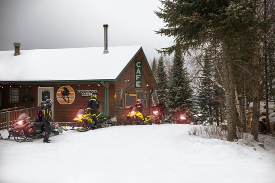 Skyport Lodge: Snowmobilers arriving at Raven Rock Grill