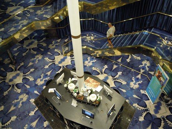 Pacific Eden: Computer games area in the atrium