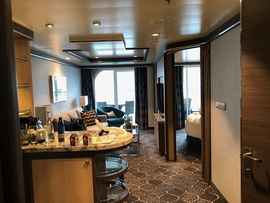 Harmony of the Seas: One bedroom suite