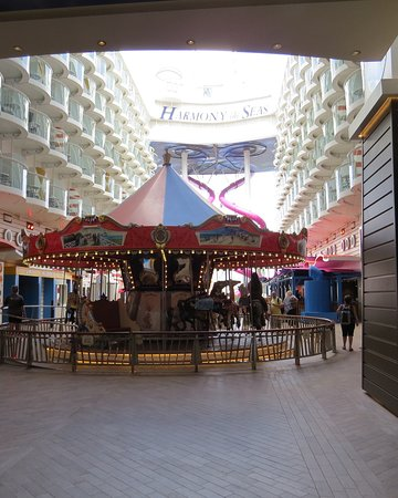 Harmony of the Seas: Carousel in the Boardwalk area.