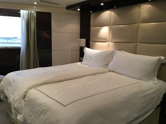 Riviera: Bedroom - Vista Suite