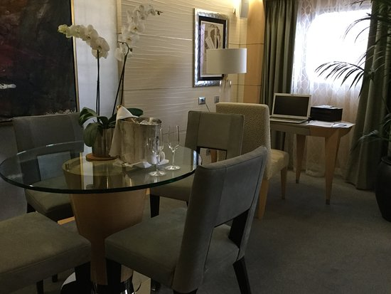 Riviera: Dining area - Vista Suise