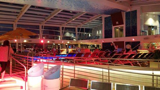 Anthem of the Seas: Indoor Pool