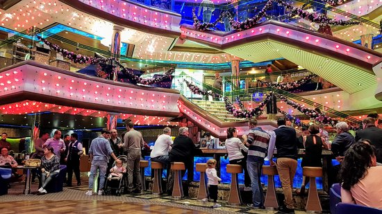 Costa Diadema: Atrium bar, deck 3.