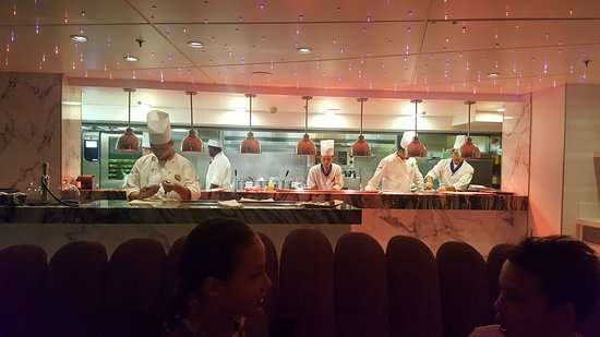 Harmony of the Seas: The chef and kitchen staff at Wonderland restaurant.