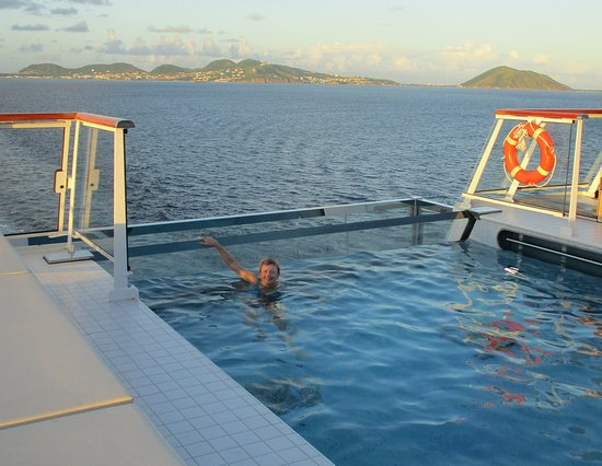 Viking Sky: Infinity pool at the back of the ship. Very cool!
