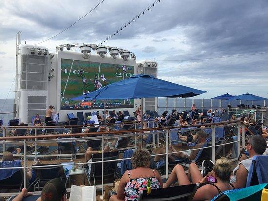 Norwegian Escape: Sea Day 11/5/2017. Spice H2O.