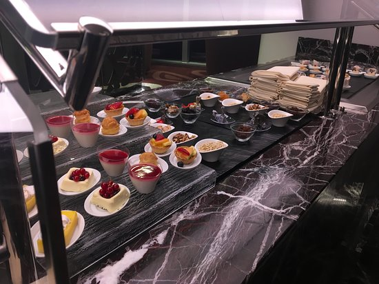MSC Seaside: Canapés in Top Sail Lounge