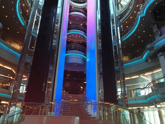 Marella Discovery: Atrium