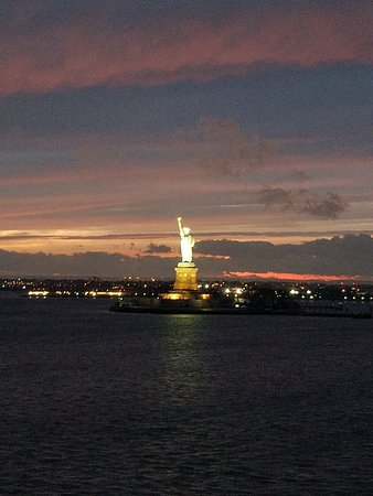 Norwegian Breakaway: Leaving New York passing Lady Liberty!!