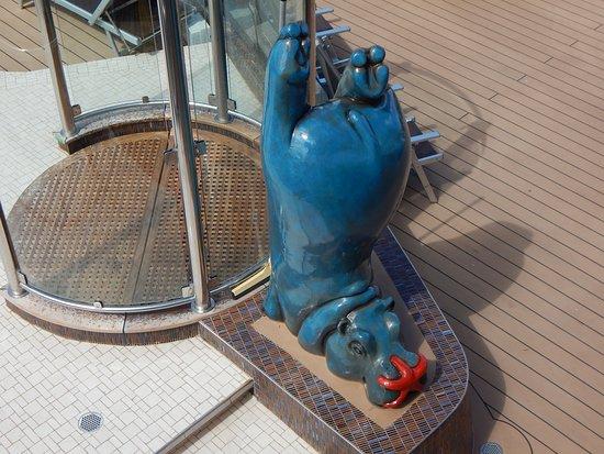 MSC Seaside: Statue near pool