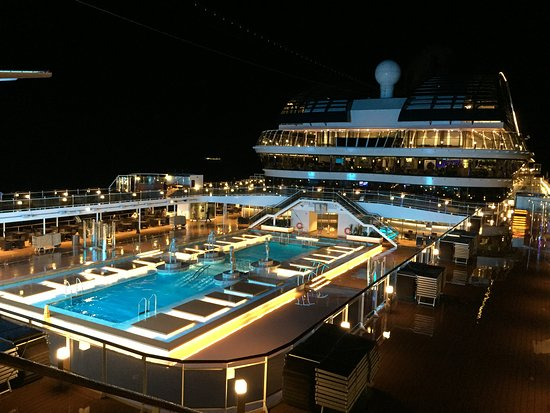 MSC Meraviglia: Outdoor pool, midship