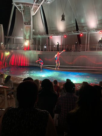 Harmony of the Seas: Water show