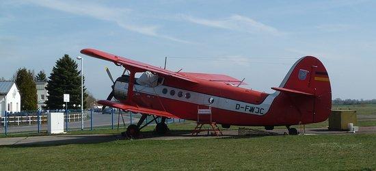Flugplatzmuseum Strausberg: Altes Schätzchen. Eine Antonov An 2 ist ein Denkmal, eine andere macht noch Rundflüge