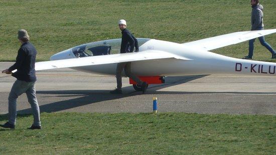 Flugplatzmuseum Strausberg: Seltenes Schmuckstück am Flughafen: Segelflugzeug mit elektrischem Hilfsantrieb. Prototyp der AkaFlieg Berlin