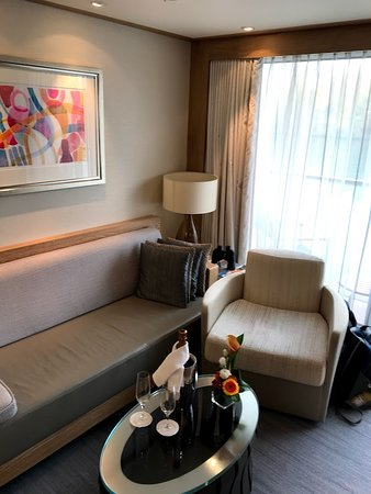 Viking Rinda: Explorer suite 328 living room with welcome bottle of champagne, flowers an
