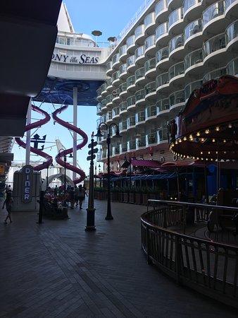 Harmony of the Seas: Boardwalk
