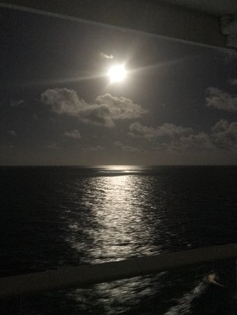 Harmony of the Seas: The moon from our balcony
