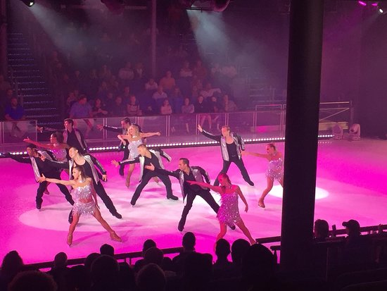 Harmony of the Seas: Ice Skating Show .