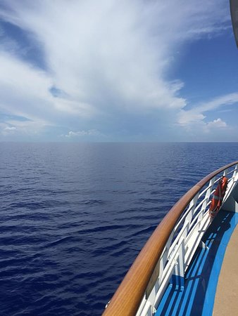 Harmony of the Seas: Beautiful blue water