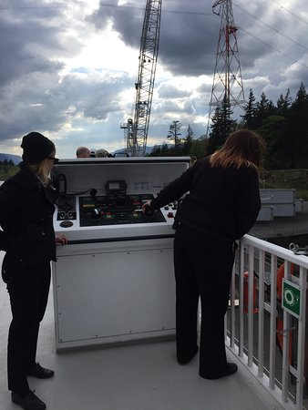 American Empress: Captain steering boat through lock