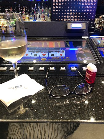 Norwegian Bliss: Video poker an be played at the bar.