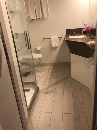 MSC Seaside: Bathroom