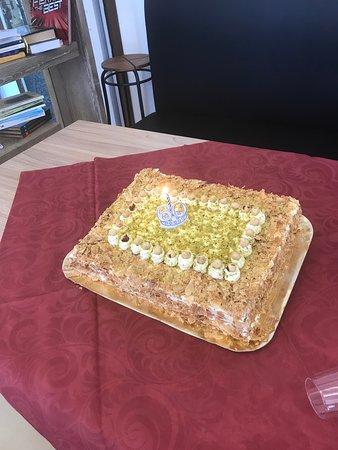 Ruviano, อิตาลี: torta artigianale fatta dalla signora del ristorante.