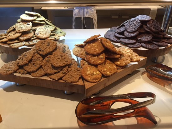 Norwegian Bliss: mountains of cookies... all day