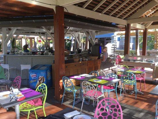 Hotel Les Creoles: snack en extérieur