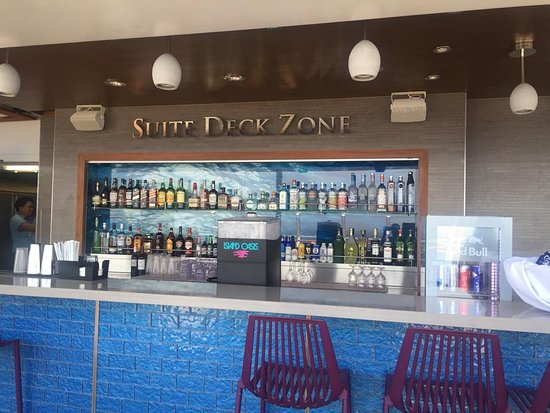 Harmony of the Seas: Suite Only Bar area
