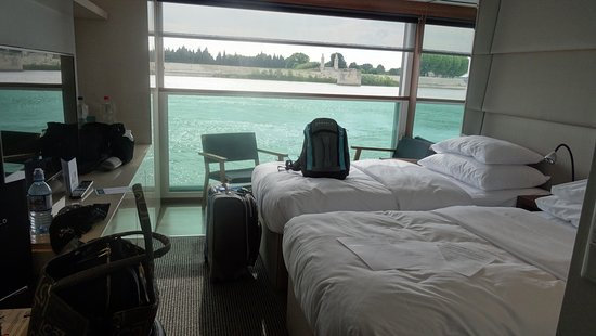 Emerald Liberte: Panorama Balcony Suite split beds, but spacious enough and lovely passing v