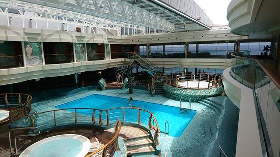 MSC Divina: The indoor pool