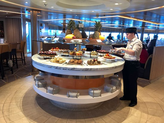 Seabourn Encore: The buffet at the Colonnade.