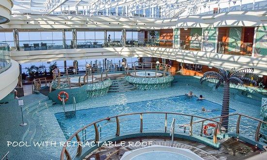 MSC Divina: Indoor pool