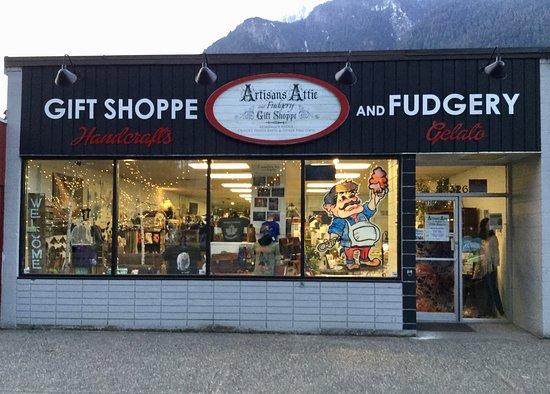 Artisans Attic and Fudgery Gift Shoppe