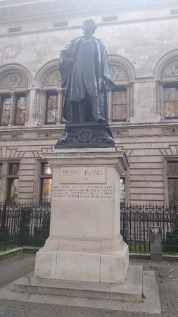 Statue of Henry Irving