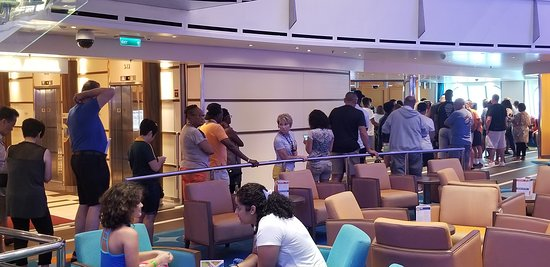 Carnival Vista: If you want to complaint or request assistance on guest services, be prepared to wait for an hour line!!!