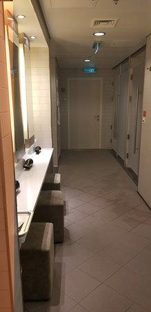 Norwegian Getaway: Women's spa locker room