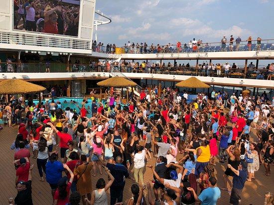Carnival Horizon: Party Time!