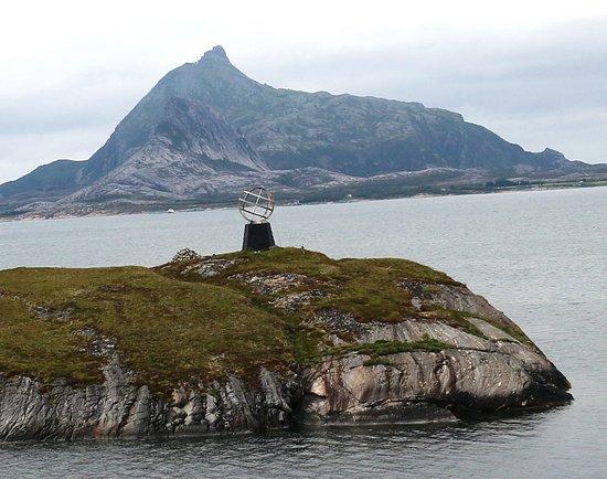 Viking Sea: Marker at the Arctic Circle