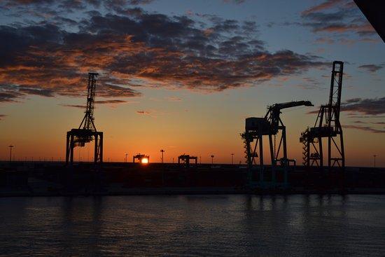 Viking Sea: Valencia Dawn