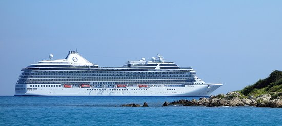 Riviera anchored in Antibes
