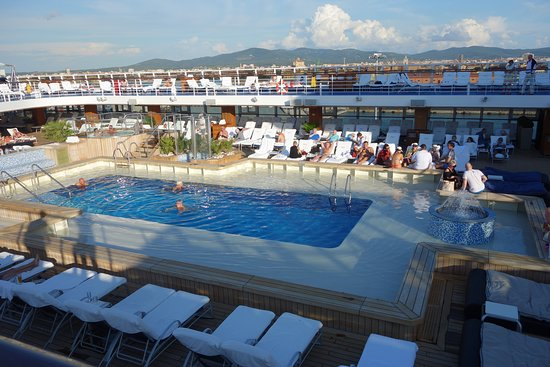 Riviera: Pool deck