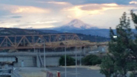 Queen of the West: Mount Hood sunset