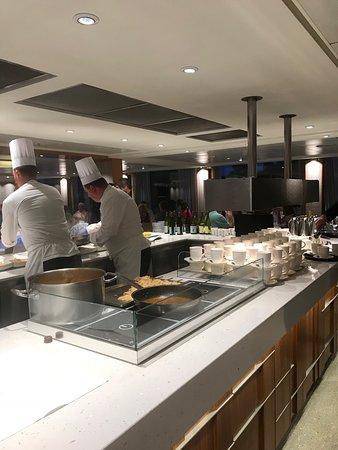 Viking Buri: Excellent chef staff preparing a la carte in the main dining room.