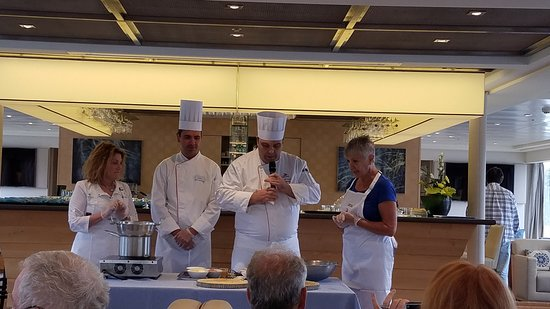 Viking Kadlin: Cooking demonstration