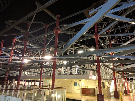 Norwegian Escape: Picture of ropes course at night